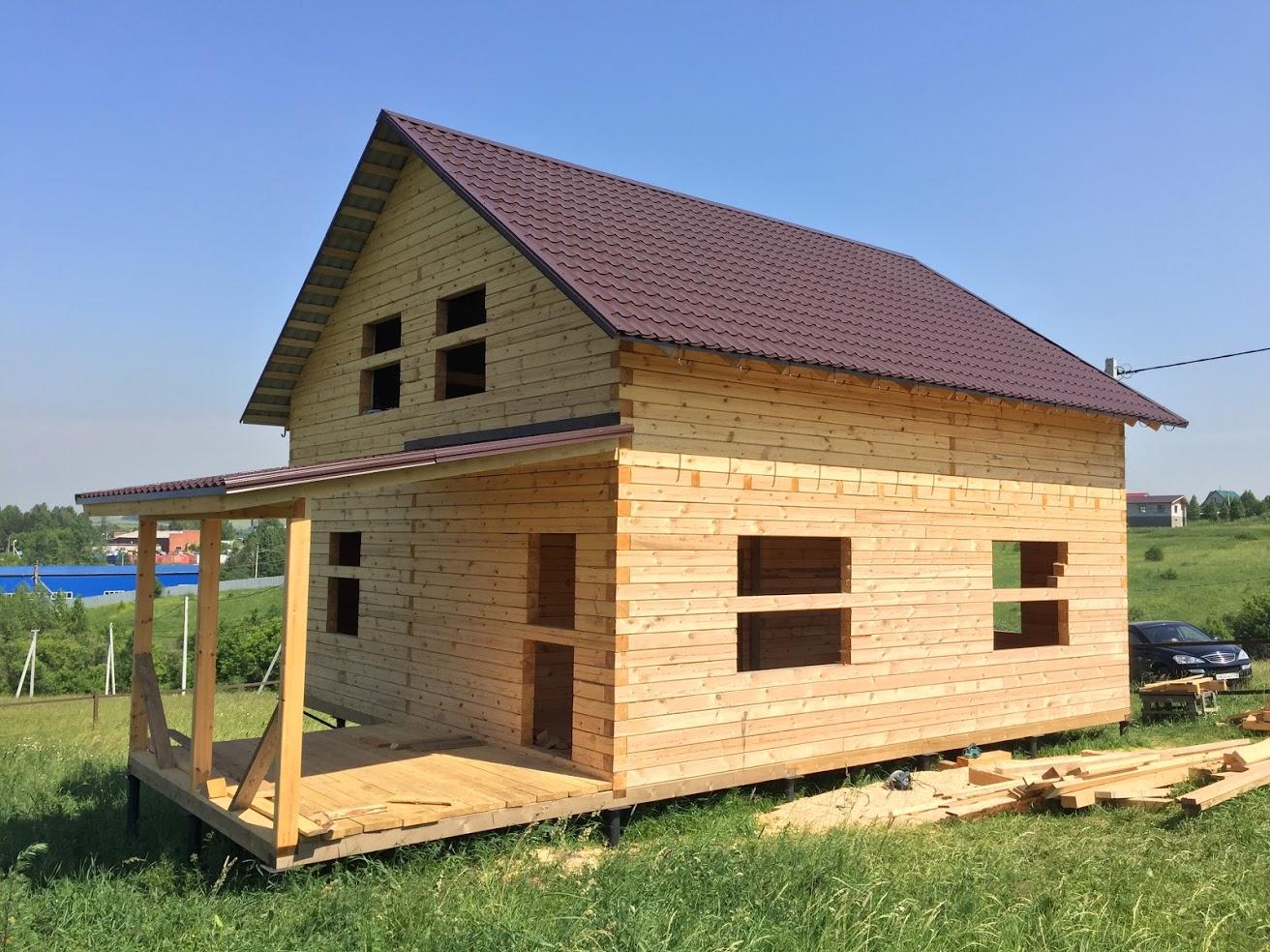 Дом и сосновой доски